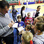 Арвидас Сабонис познакомился с молодыми баскетболистами из России
