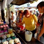 Банки, фрукты, фестиваль